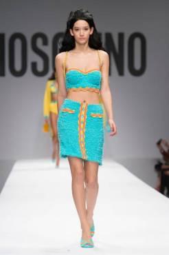 Moschino+Spring+2015+VzT00AiaaJMl