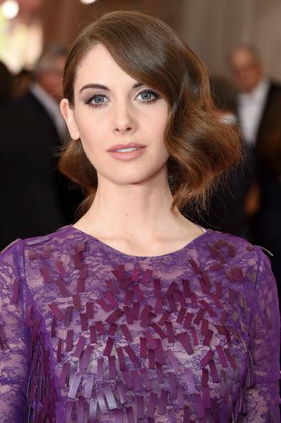 Alison-Brie-retro-woman-oclock