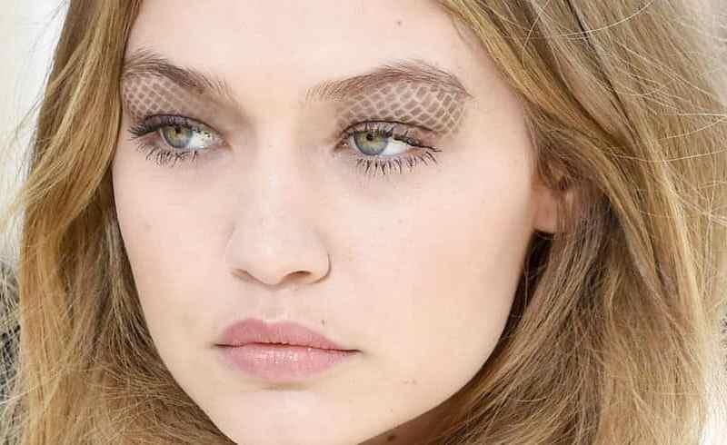 Gigi Hadid - makeup στη ready to wear collection Chanel Φθινόπωρο Χειμώνας 2016-2017.