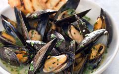 μύδια αχνιστα- φαγητά με θαλασσινά