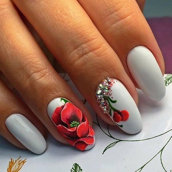 Ιδέες σε Σχέδια Νυχιών με Λουλούδια για την Άνοιξη