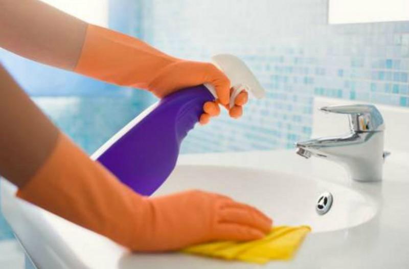 Καθαριστικά χώρων που θα κάνουν το μπάνιο σας να λάμπει