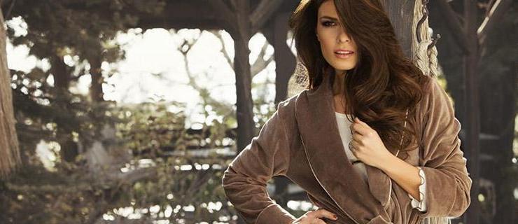 Βελουτέ φόρμες, sexy φανελάκια και χνουδωτές ρόμπες - Εμπνευστείτε από το απόλυτο homewear στο Themooncat