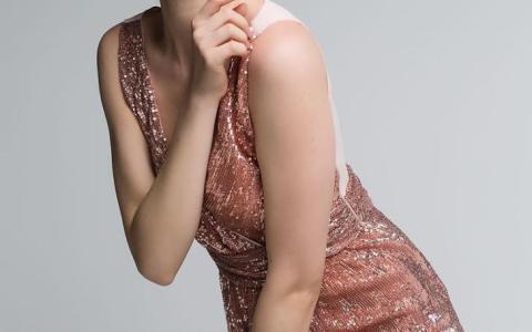 βραδινά φορέματα ρεβεγιόν 2018
