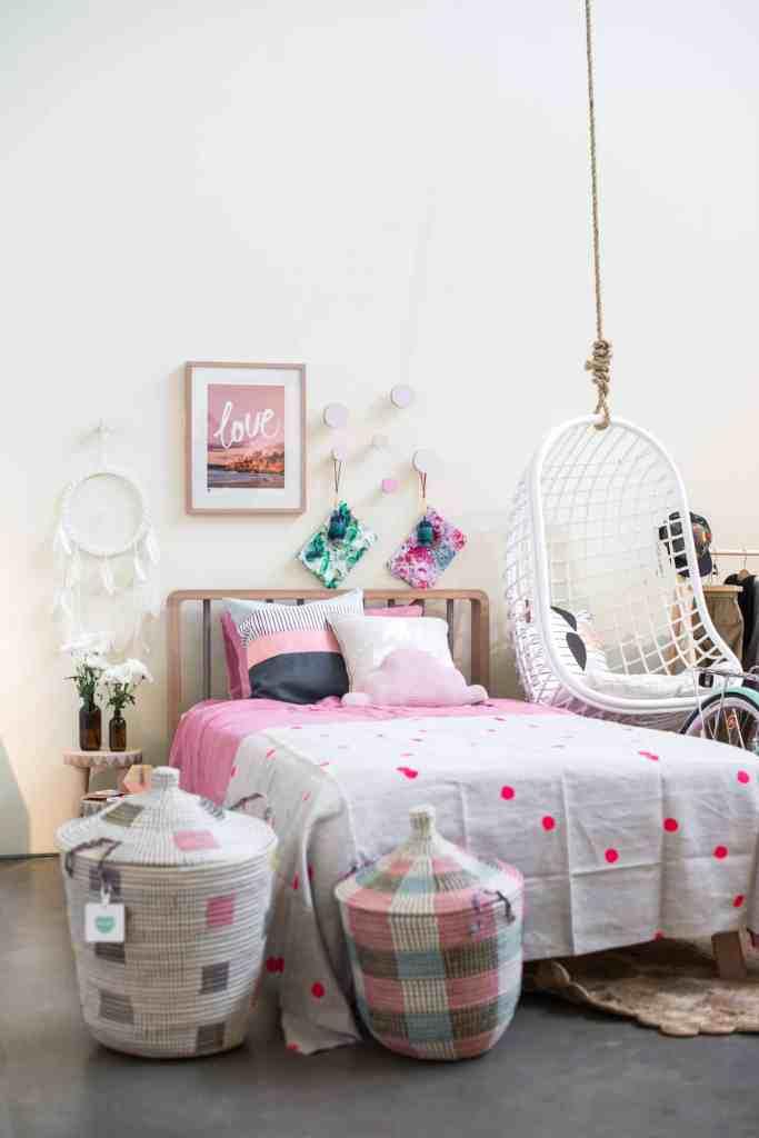 Tiny_Trader_girls-Room3