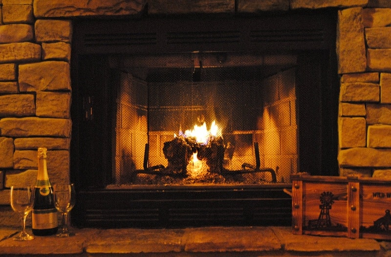 fireplace-winter-home