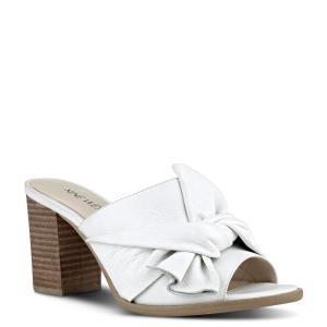נעלי עקב לבנות של ניין ווסט