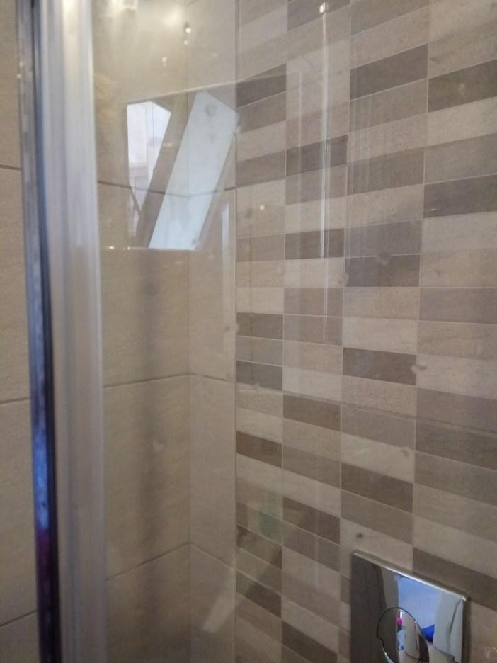 מקלחון - אחרי ניקוי אבנית עם מסיר אבנית של HG