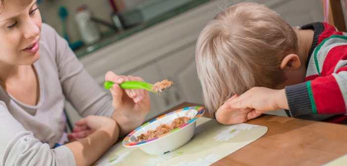 ילד לא רוצה לאכול דגים