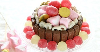 עוגת שוקולד חגיגית וצבעונית