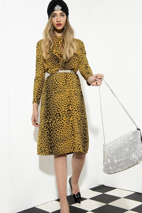 שמלה מנומרת של המותג לידוסה