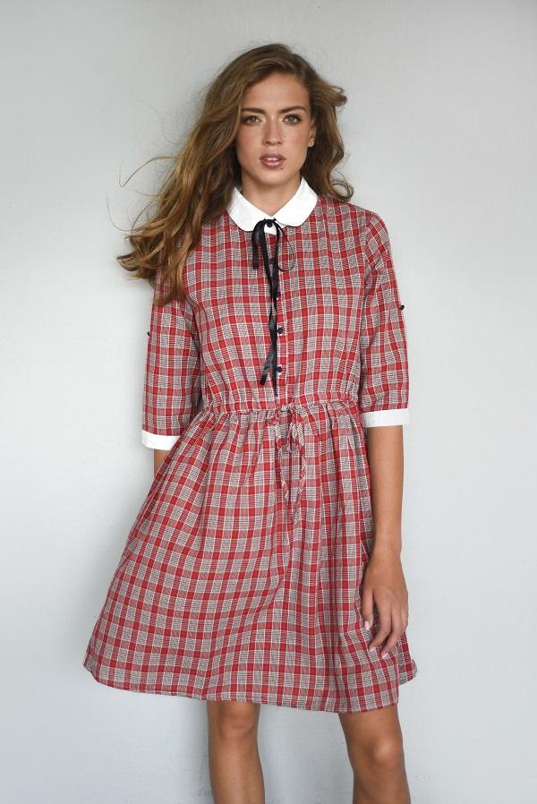 שמלה משובצת של המותג אמה