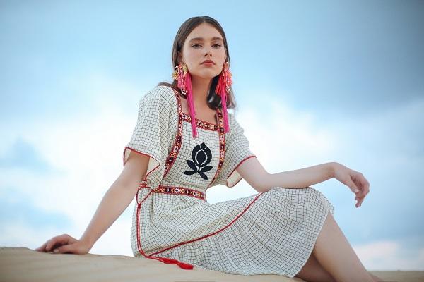 שמלת וויט מאסק של המותג שדה בר