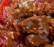 אינגרי – קוביות בשר מושחמות עם חצילים מטוגנים חמוצות מתוקות