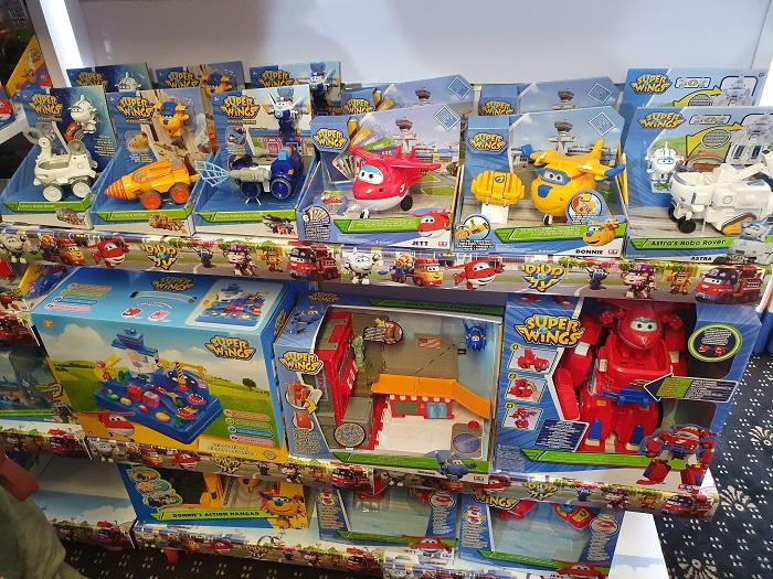 צעצועים של מטוסי על העונה החדשה
