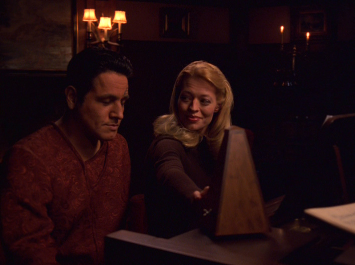 "Seven looks at Chakotay in ""Human Error"""