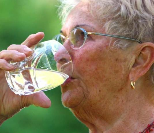 Advice for older adults on staying cool in hot weather, seniors heat safety, hot weather tips for seniors, extreme heat and elderly, summer safety tips for seniors, elderly and heat intolerance, summer heat and the elderly, elderly heat exhaustion, safety tips for elderly living alone,