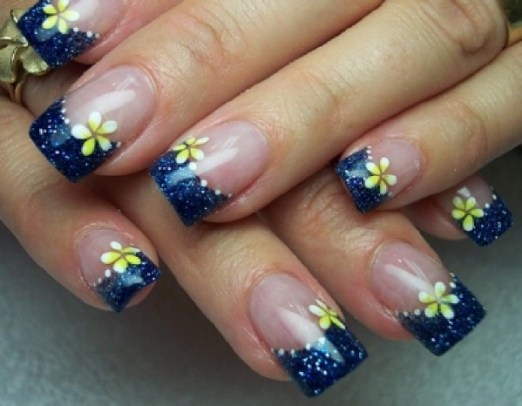 Blue daisies gel nail design