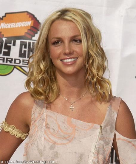 Britney Spear With Medium Hair Loose Curls Blonde
