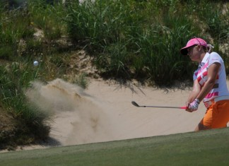 Paula Creamer deb vangellow bunker play photo by bob shank