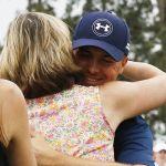 Jordan Spieth hugs his mom womens golf