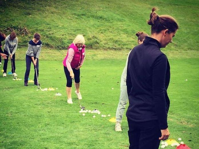 Lizzy Freemantle teaching womens golf class