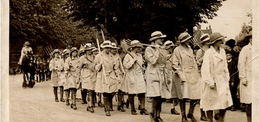 Women farm workers from Crescent School on 27th May 1918 used in the Sunday Pictorial. Daily Mirror Library. Courtesy of Catherine Procter.