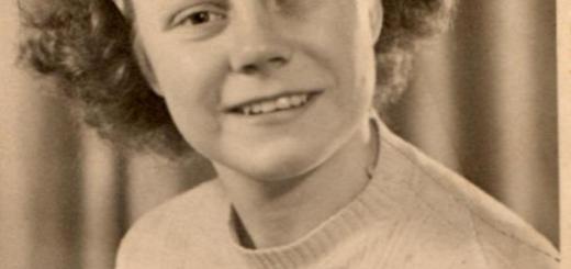 Joan Maunders wearing her WLA badge