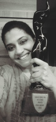 with-her-filmfare-award-in-1996-for-the-movie-aboli