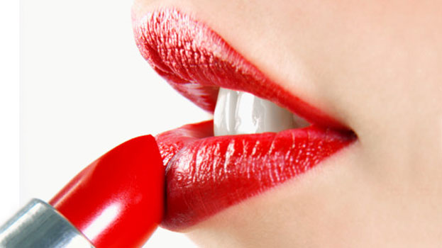 Tips to avoid your red lipstick from bleeding