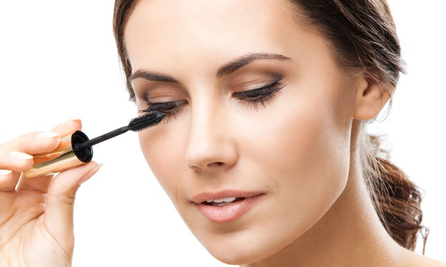 Make up tricks to make your eyes look bigger and impressive