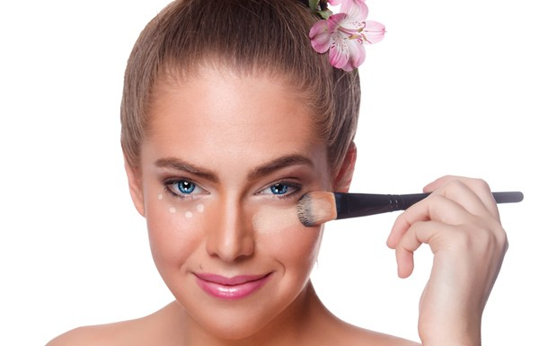 9 Mistakes Made While Applying Foundation