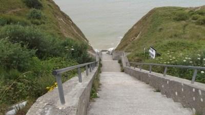 eine Treppe zum Meer