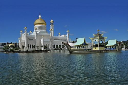 Sultan Omar Ali Saifuddin Mosque - Brunei