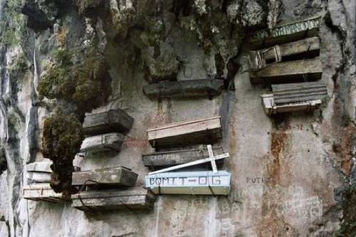 Hanging of Coffins