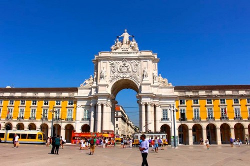 10 Stunning Arch Monuments