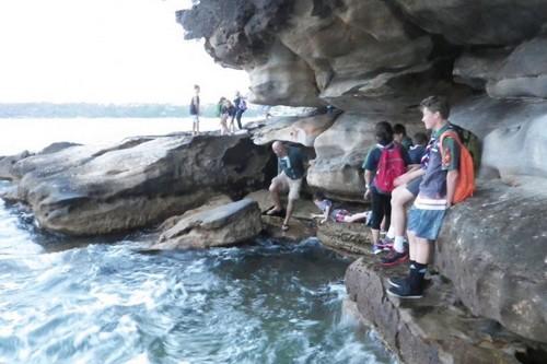 Hike along the Chinamans Beach to the Balmora beach