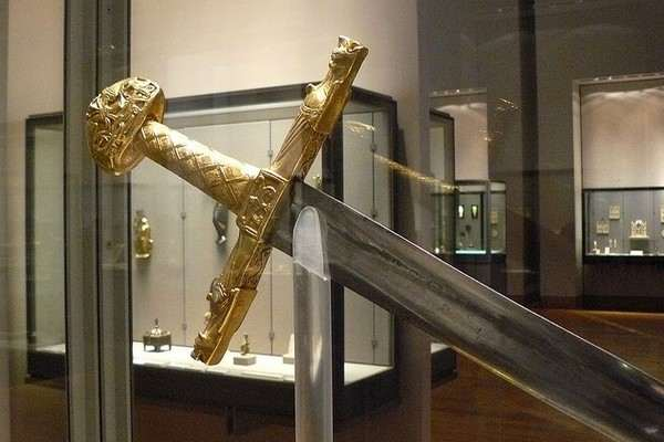Top 10 Amazing Swords from Legends