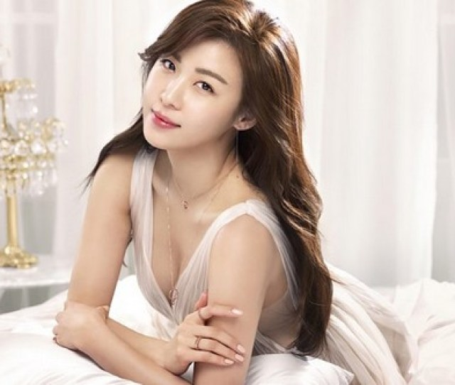 Popularly Known As Amazing Yeoja Is A Phenomenal Korean Actress Who Has Starred In Several Films And Television Series She Is One Of Most Sought After