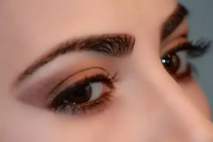 10 Ways to Grow Thick Eyebrows Naturally