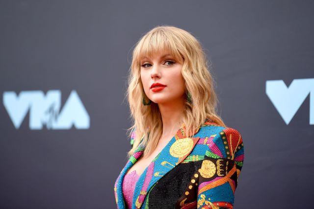 Taylor Swift Beautiful American Women