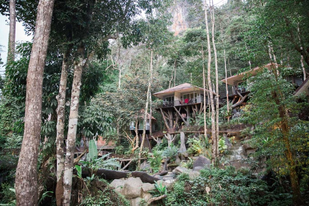 Rock And Treehouse Resort Khao Sok Cheow Lan Lake hotel in de jungle uniek plekje ervaring Wood & Gems