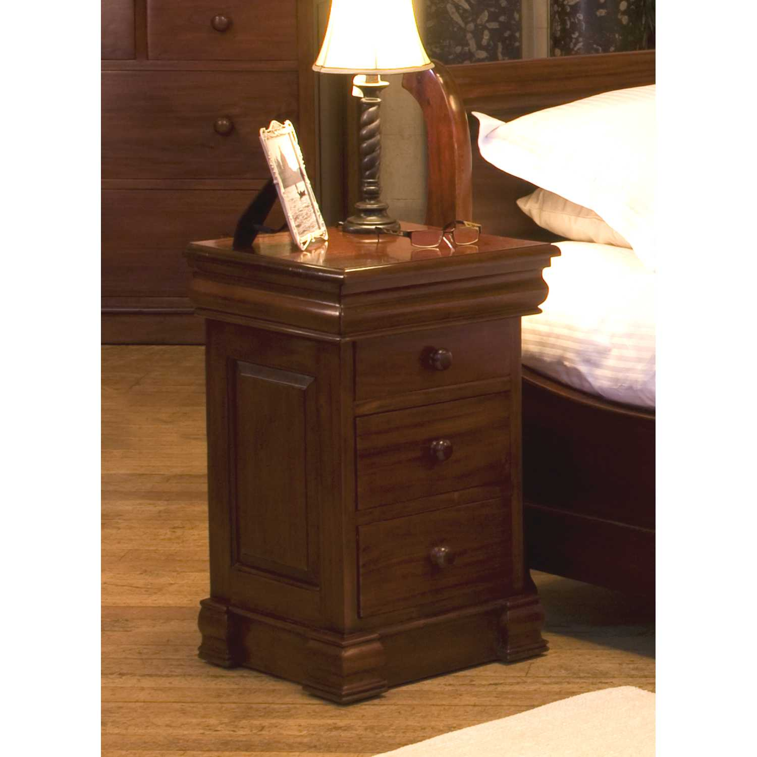 mahogany 4 drawer lamp bedside table traditional dark wood finish