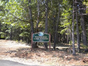 Woodridge Lake Estates Sign