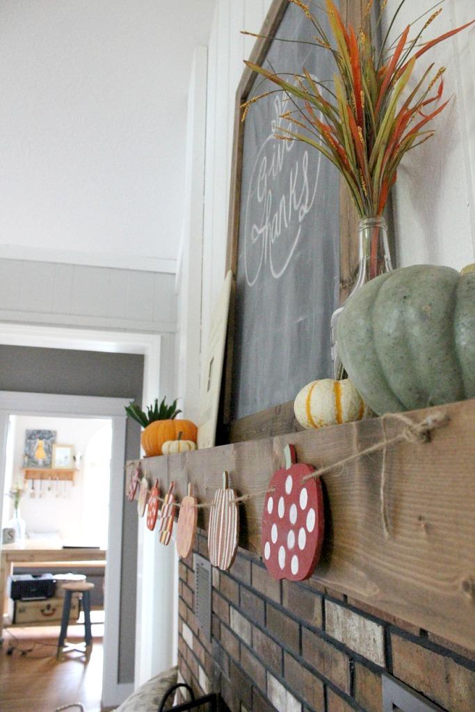 Easy Fall Pumpkin Banner--Woodshop Diaries
