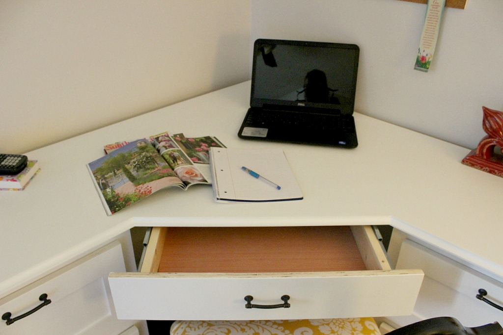 how to build a small computer desk