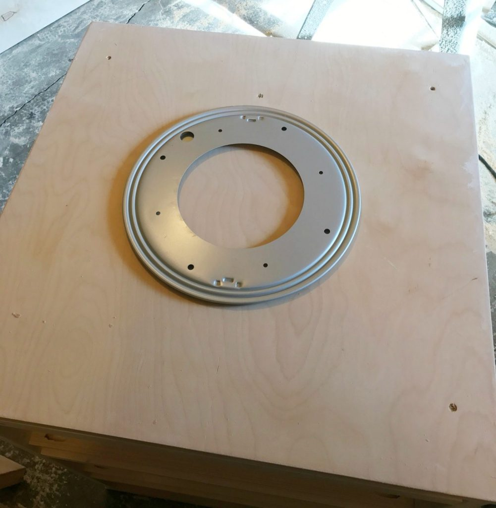Lazy susan hardware for kid's four sided spinning bookshelf