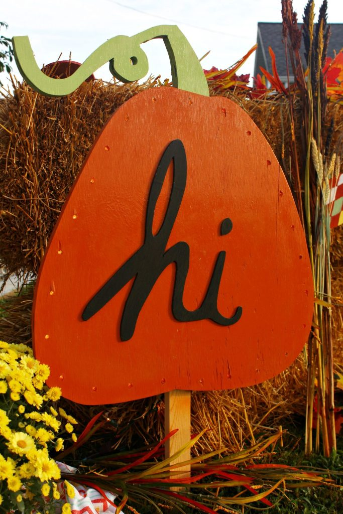 How to make this super cute DIY Harvest Yard Sign