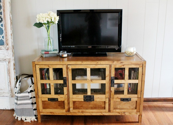 How to build a gorgeous display media console with glass panel door--free building plans!