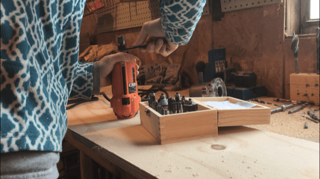 "Installing 3/4"" router bit into router to cut dadoes for DIY bookshelf"